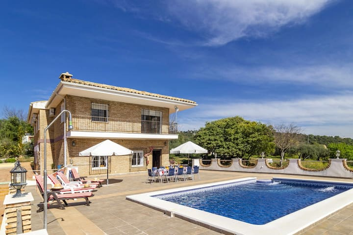 Holiday cottage with landscape views near to Cordoba