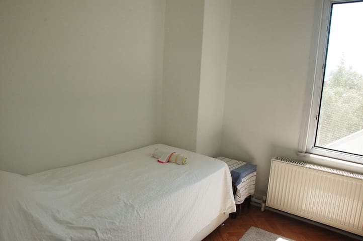 Second room with 2 single bed