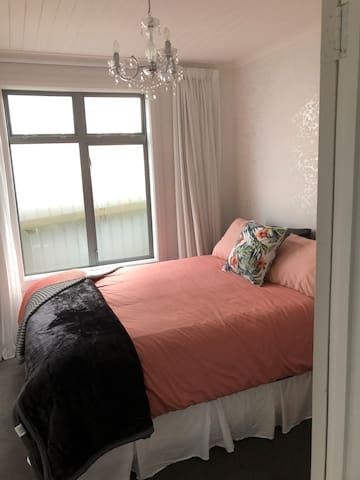 2nd lovely bedroom with queen bed
