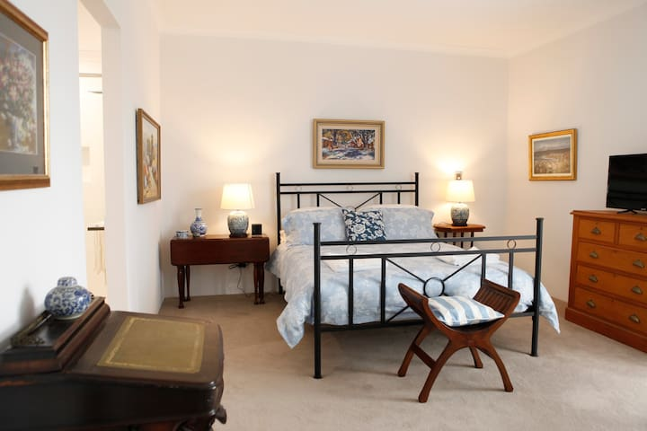 Samsons Bed and Breakfast Luxury Suite - South Fremantle - Bed & Breakfast