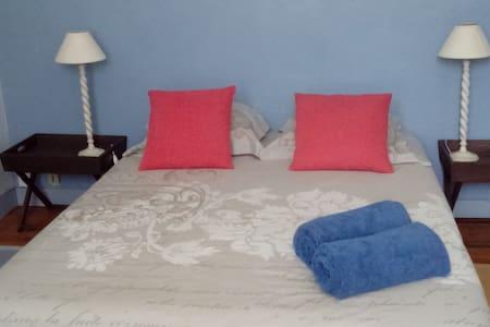Chambre dans quartier de charme et calme - Concarneau - House