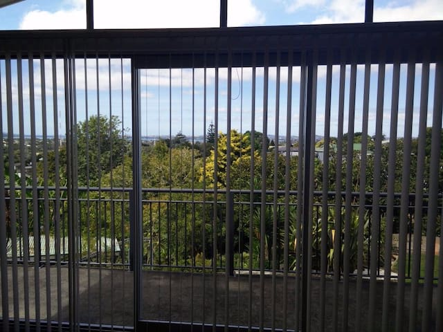 City fringe home with stunning views - Auckland - Ház