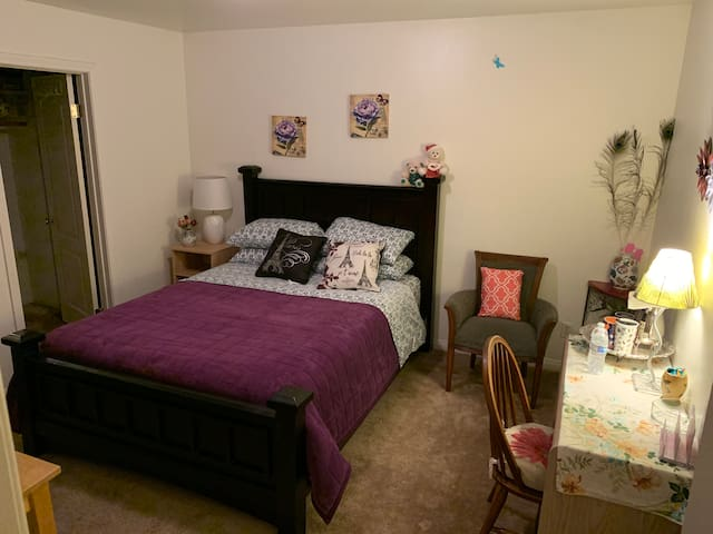Burbank bedroom near major Hollywood studios