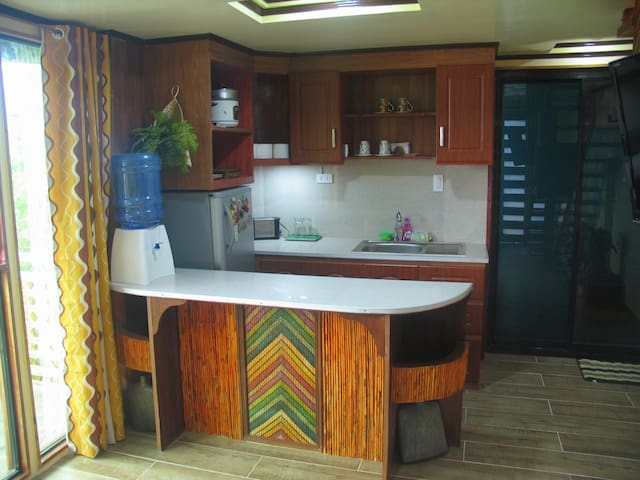 Well equipped kitchen for those looking to self cater.