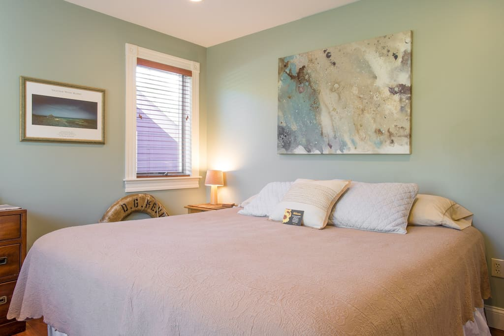 King bed in the sea grass bedroom