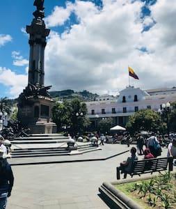 """""""Hermoso  Departamento Centro Historico Quito."""""""