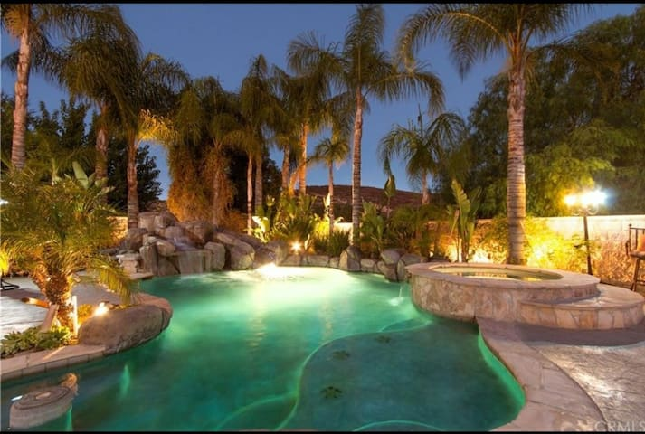 Cozy Poolside Getaway