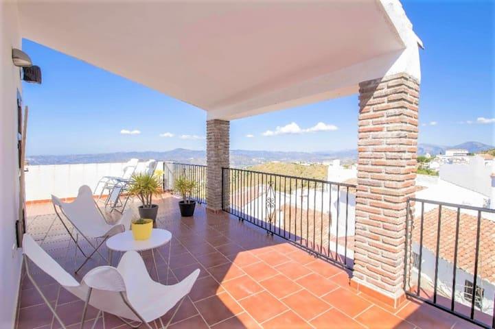 Authentieke, luxe dorpswoning in Spaans wit dorp