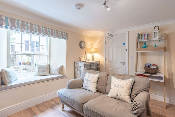 Charming 1 bed central apartment with garden.