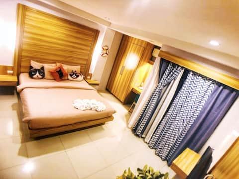 芭东海滩「不临街带阳台」干净卫生猫咪主题客栈酒店民宿大床房 | 步行至海滩