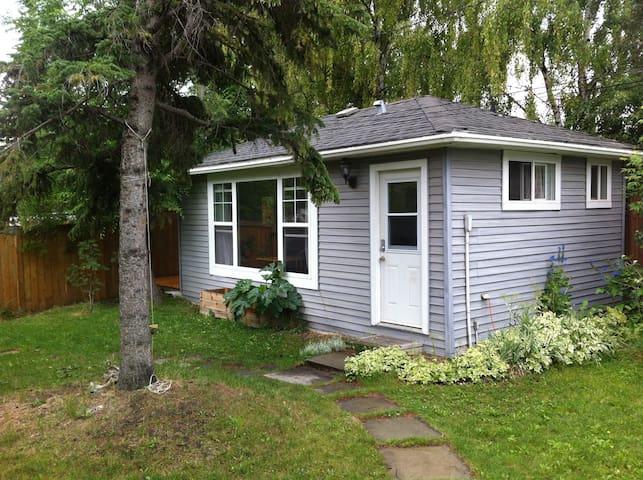 Cozy Laneway House - Calgary - Casa