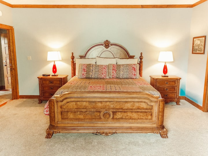 Nubbintown Lodge Room #2