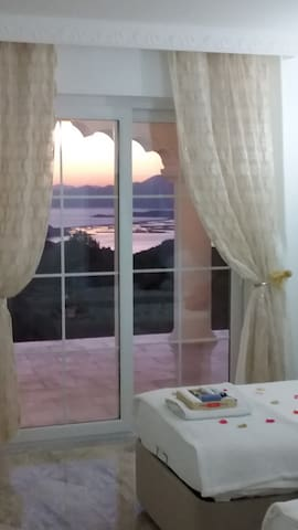 Room 2: twin beds, sea and mountain views, air-conditioning, t.v, shower room.