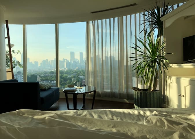 Stylish Makati Glass House w/ Stunning View