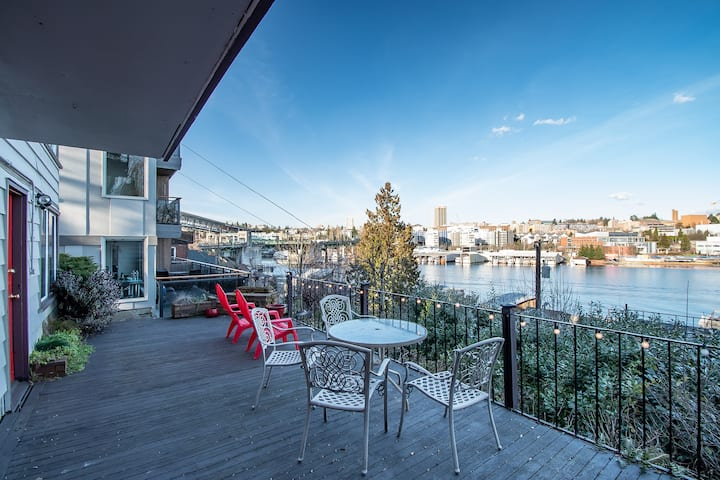 Amazing WaterView Condo near UW + Eastlake - 2B/1B