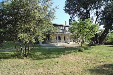 Appartement dans villa ensoleillée - Vézénobres - Casa