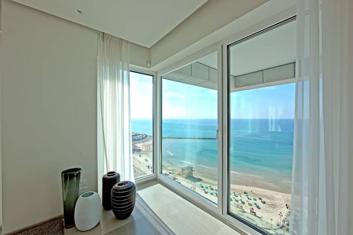 2 bedroom royal beach 6