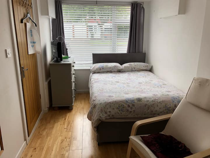 Stunning double/ensuite for female.