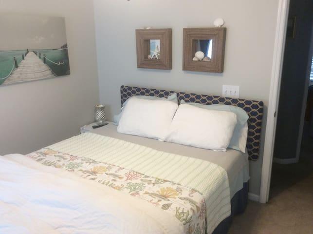 Charming Charleston Bedroom #1 close to airport