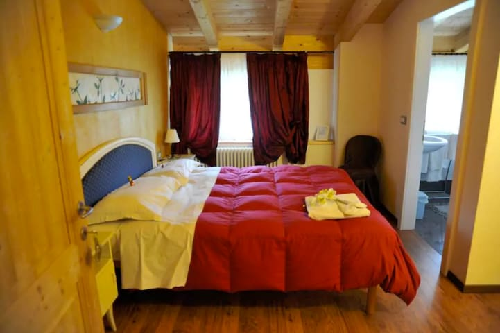 Room Golden Room B&B Alla Loggia dell'Imperatore - Levico Terme - Bed & Breakfast