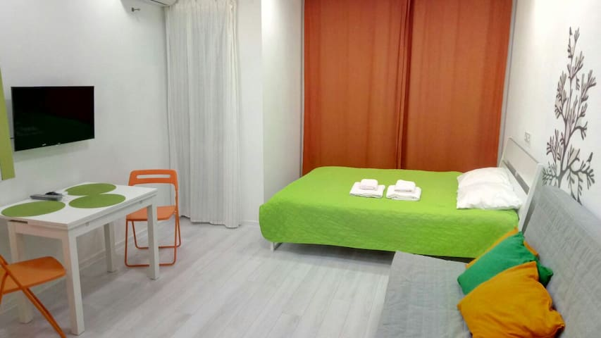 Crazy Orange  Apartment 100 meters from the beach