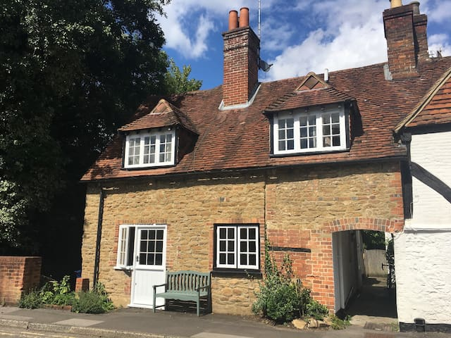 Beautiful Cottage in the Heart of Godalming