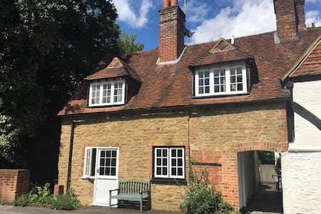 Waterflow Cottage in the Heart of Godalming