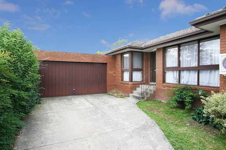 Holiday Home @ 3/40 Thames st Box Hill
