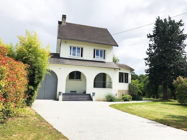 villa dans un cadre verdoyant proche de paris