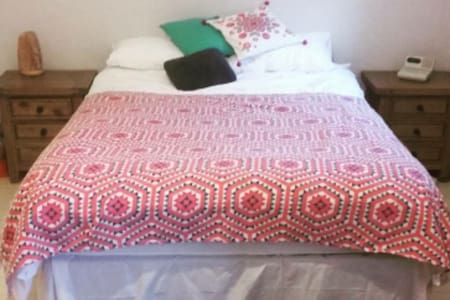 Clean, spacious room, 5mins from the airport! - Swords - Townhouse