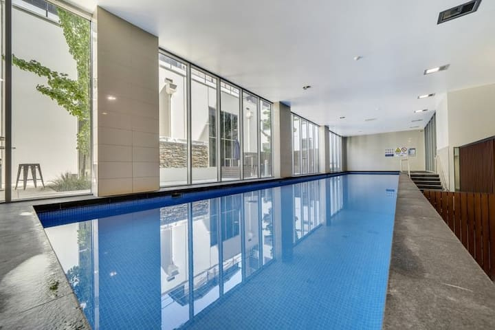 City Centre Top level 1 bedroom Apartment GYM Pool