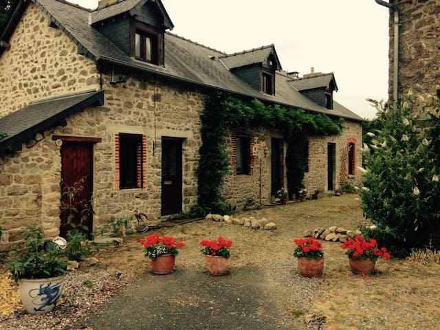Lovely House in beautiful French countryside - Deux-Évailles - Huoneisto
