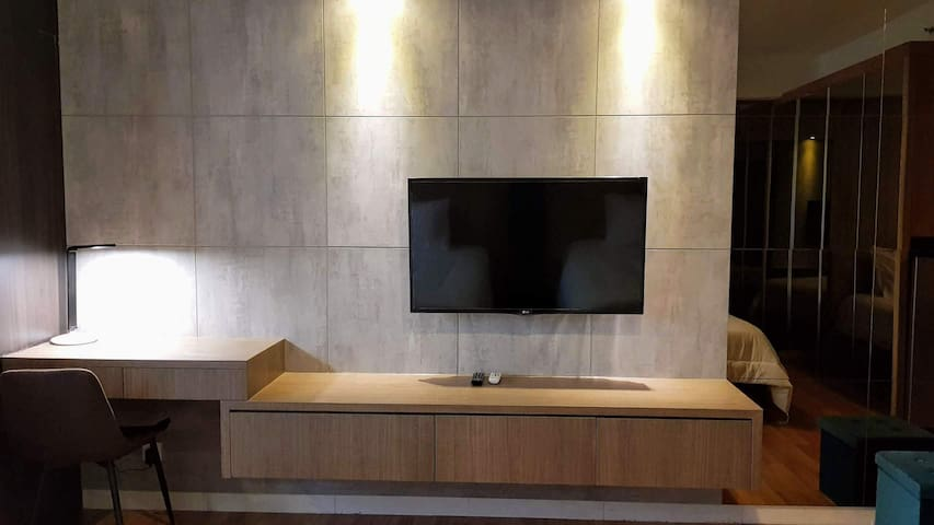 Working desk and TV facillites
