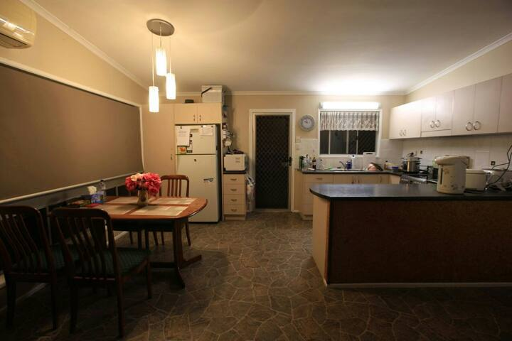Strathpine accommodation 30 minutes from Brisbane