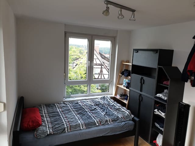 Cozy bright room, very close to Airport & Uni
