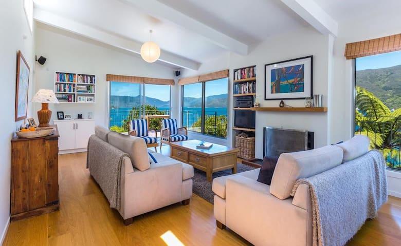 Marlborough Sounds retreat with breathtaking views