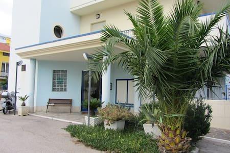relax e business 50 mt mare e 10 min Pescara centr - Apartment