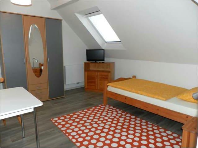 Pension - Gästezimmer frei - Jülich - House