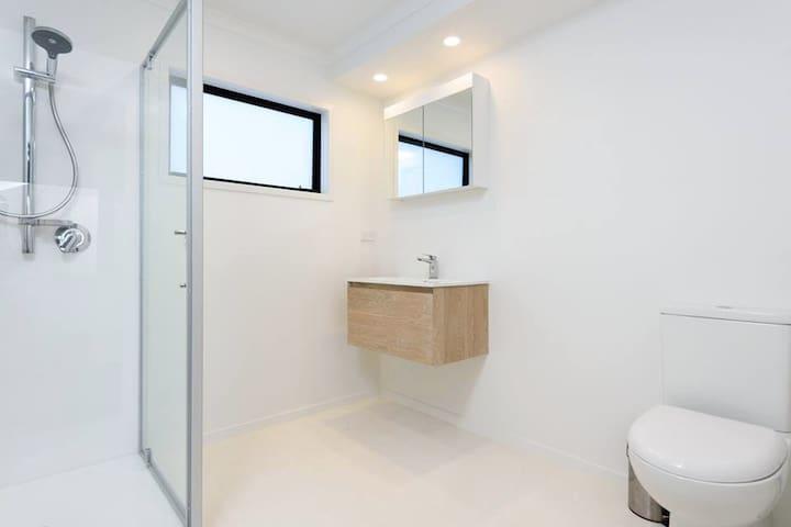 En-suite off main bedroom