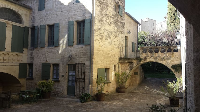 Character apartment in the historical center - Uzès - Apartemen