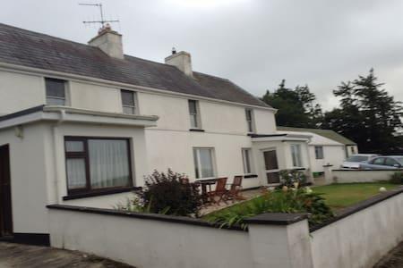 Glounlea Manor
