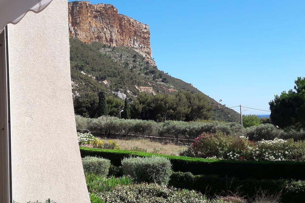 Vue de la terrasse sur le Cap Canaille