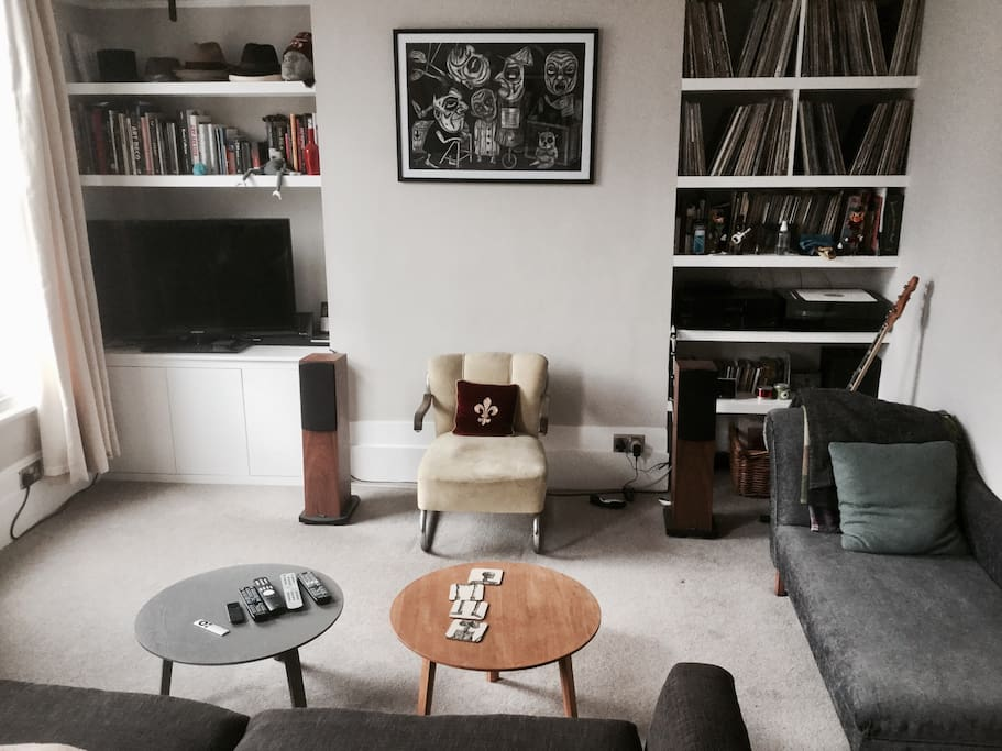 Large and bright living room, coffee  tables and chaise lounge