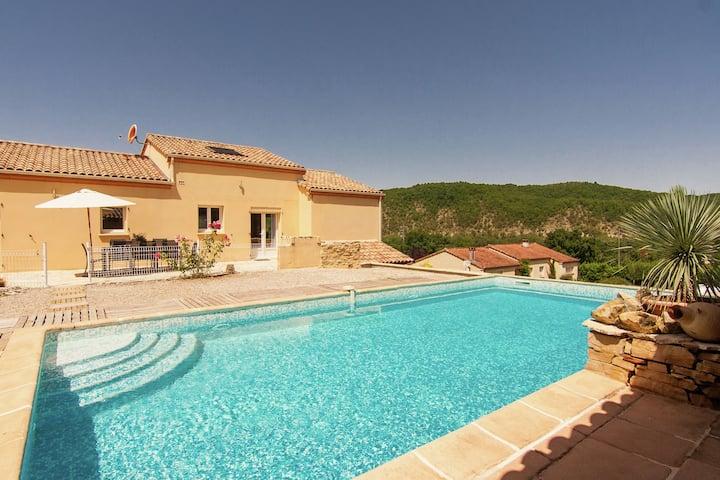 Villa paisible à Calamane avec piscine privée