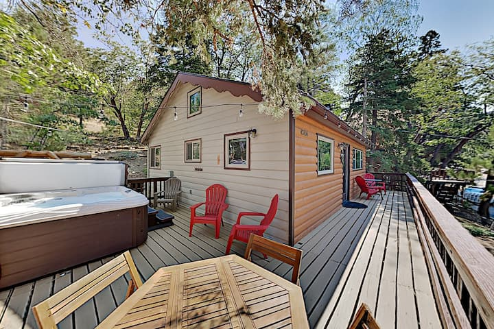Updated Vintage Cabin: Hot Tub, Near Skiing, Golf