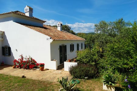 Private room in the tranquil mountains of Tavira