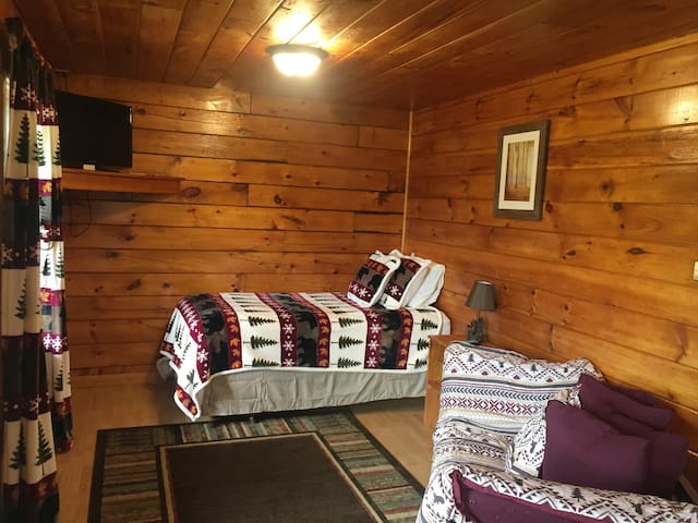 Cozy log-style Buck Rub Lodge #1