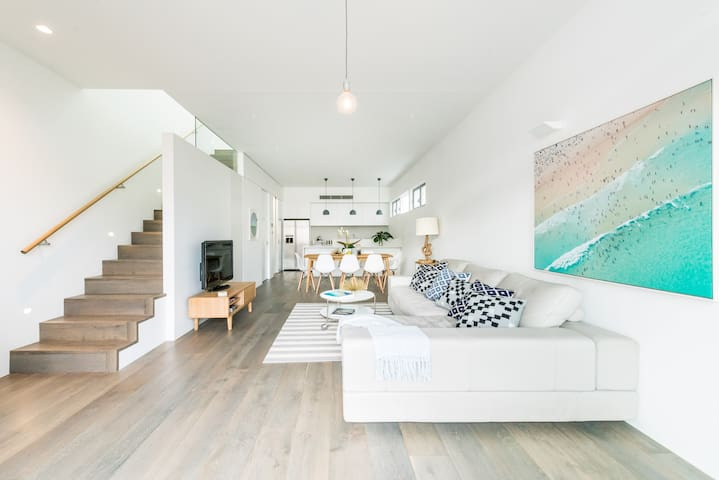 Spacious Luxurious 3 Bedroom Beach House + Parking - North Bondi - Hus