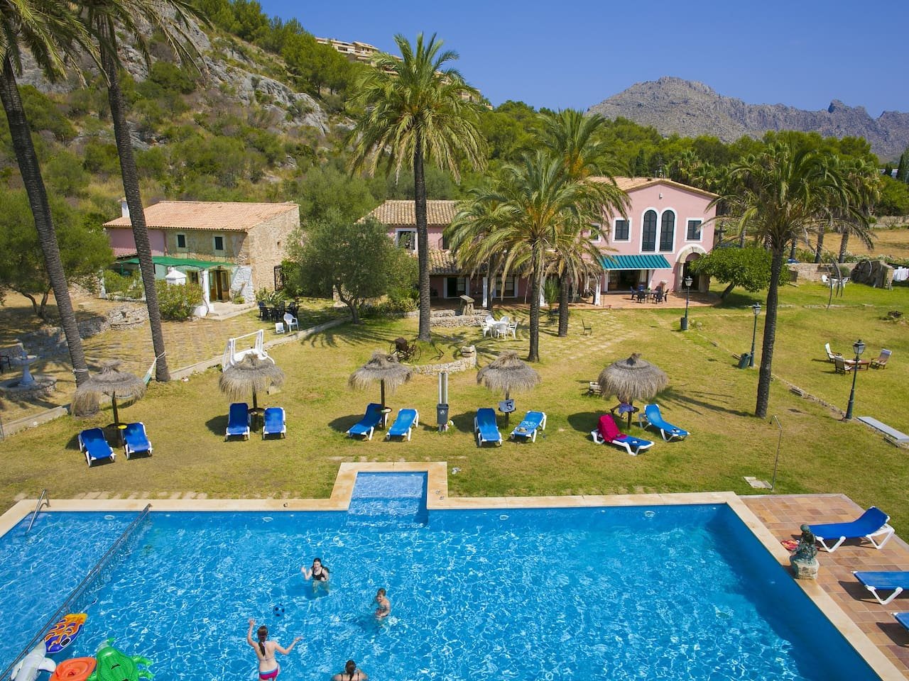 We invite you to relax and enjoy in our villa is typical Mallorca style ( more 300 years old),  apartment 2 bedrooms 1 bath, american kitchen ,swimming pool ,garden, private mountain where to enjoy sunny days.