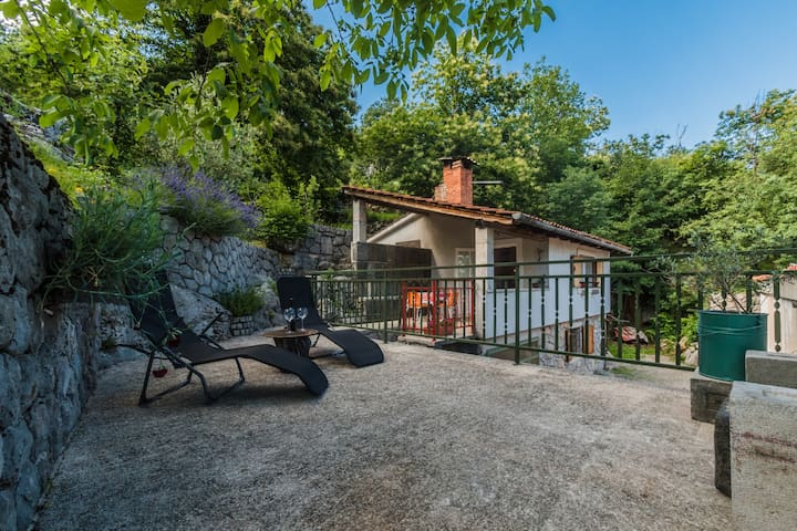 Idyllic Holiday House For Two, Pets/Bike Friendly